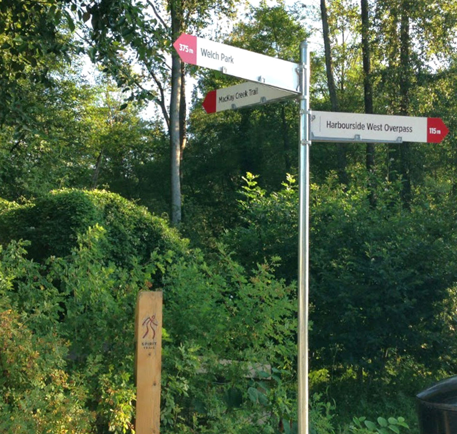 DIRECTIONAL AND IDENTIFICATION SIGNAGE Signs balance visibility with environmental sensitivity.