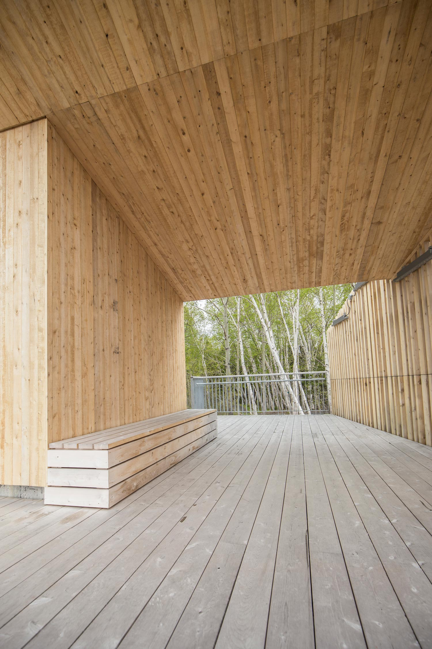 The interior passageways of the pavilion create viewfinders for the landscape, directing visitors to a viewing platform behind the pavilion.