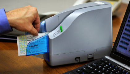 Remote-Deposit-Capture-Product-Page-Photo-2x.jpg