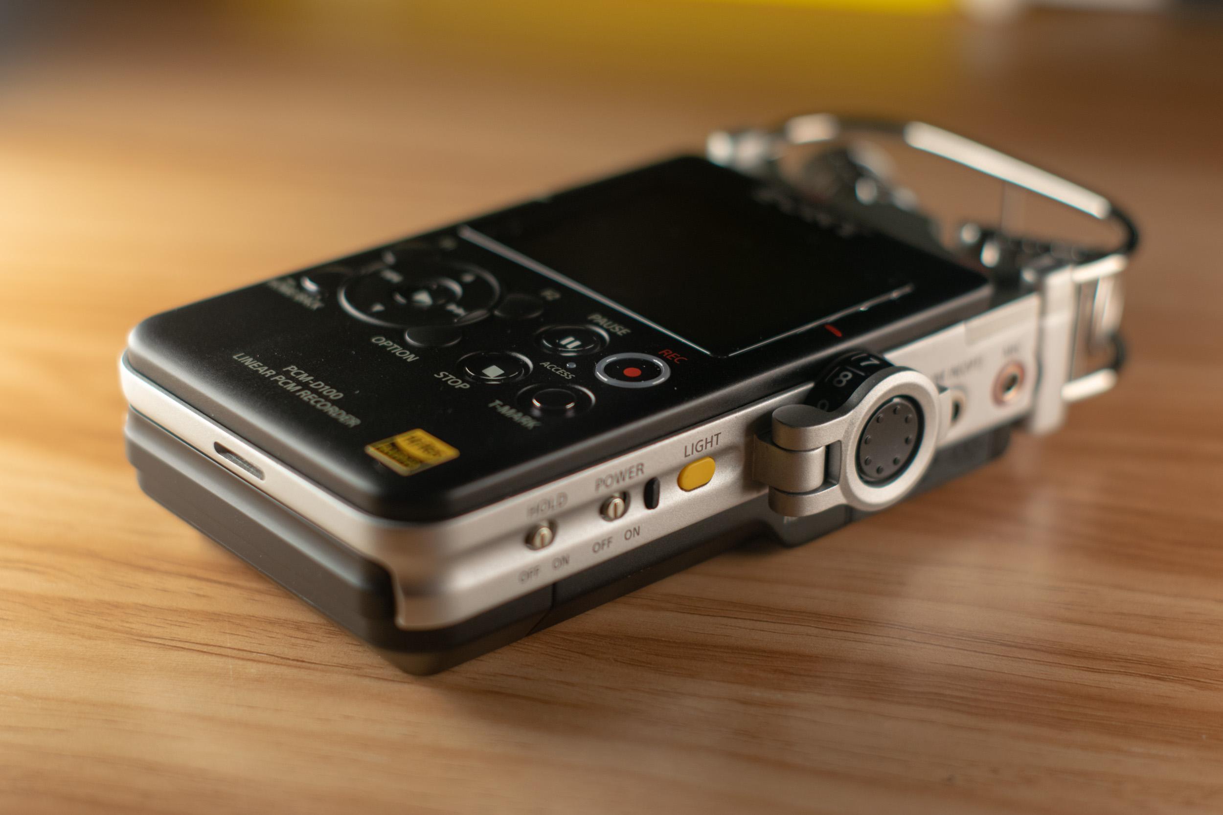Sony PCM-D100-1  Side View.jpg