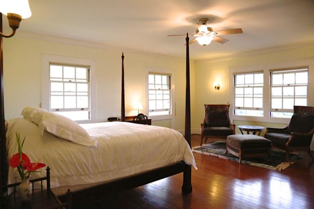 Hilo house bedroom.jpg