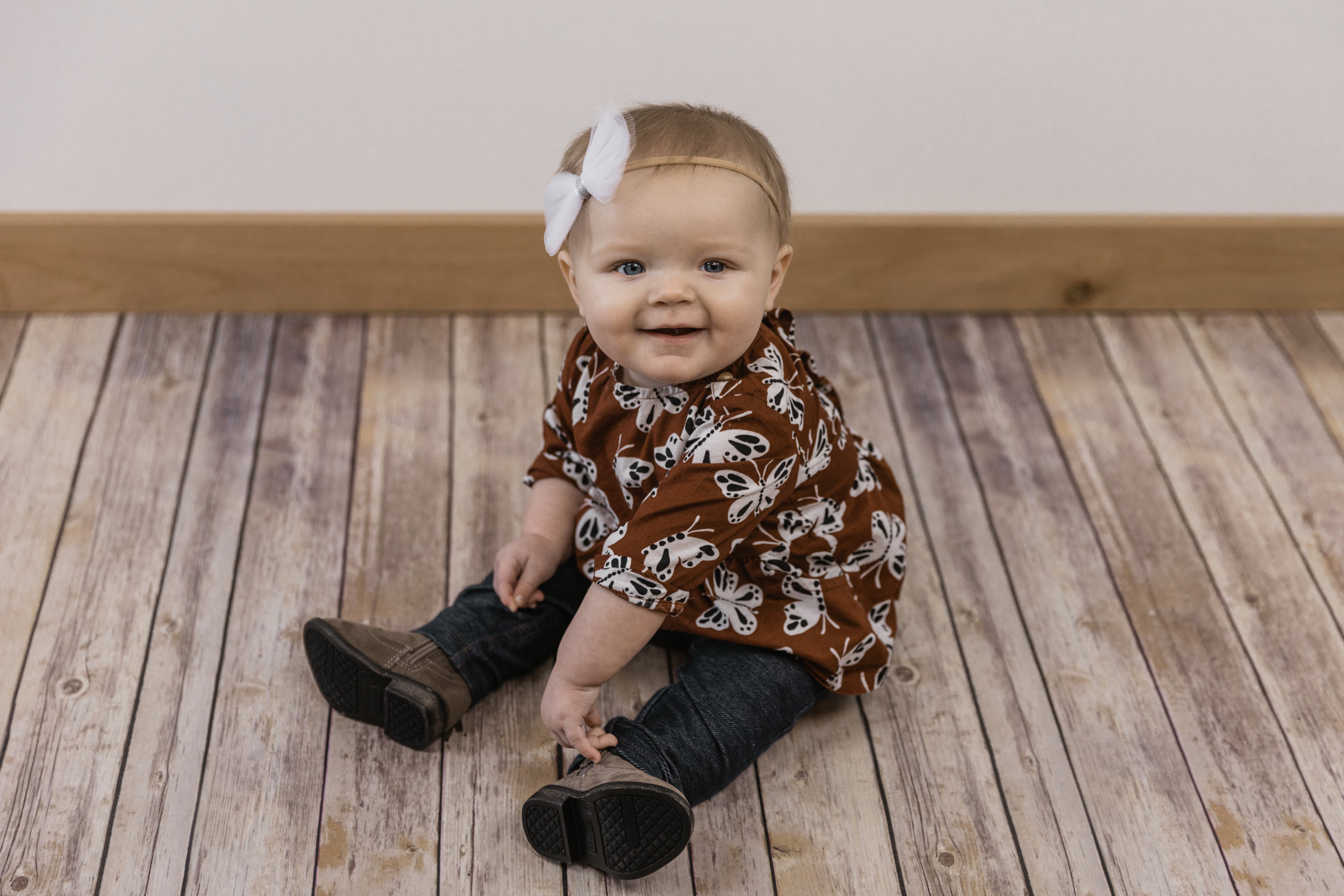 Kinley 6 Month Baby Pictures-11.jpg