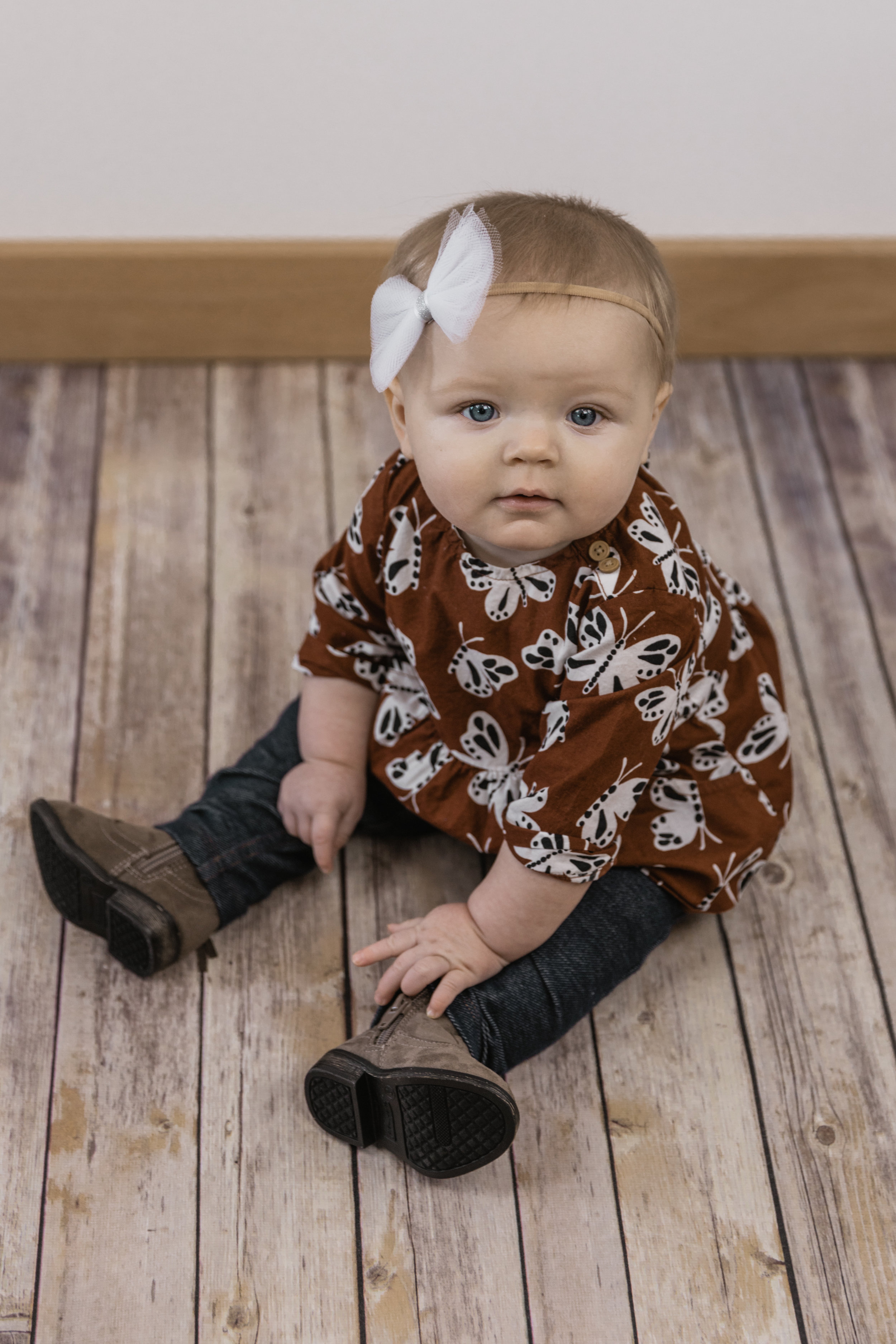 Kinley 6 Month Baby Pictures-12.jpg
