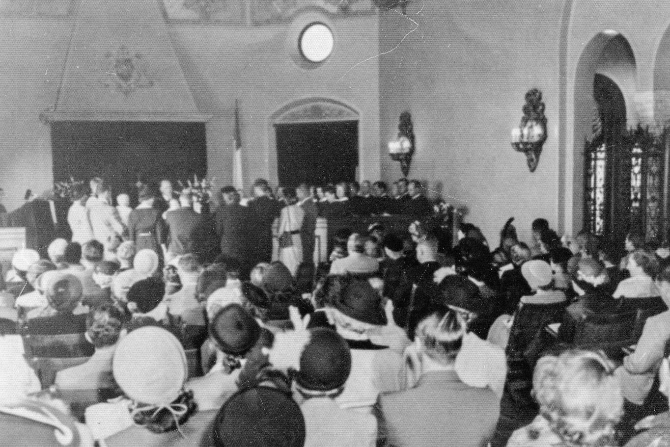 The congregation gathers for the first baptism in the Neighborhood Church's new home, October 1952 Courtesy Neighborhood Church Historical Archives