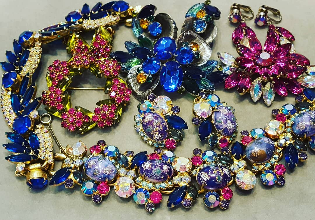 - MARQUIS ETC Summer Sale goes thru August 31st, 2019. 20% Off Storewide!DeLizza & Elster's JULIANA line of jewelry is highly collectible and you can see why!! Come see what's new this week at MARQUIS ETC.Delizza and Elster started making jewelry in 1947 and continued until 1990. D&E used unusual and interesting art glass stones mixed with high quality rhinestones in most of their designs. Juliana was a line of jewelry produced by D&E. This high quality sparkling jewelry was only marked with a JULIANA paper hangtag. Most of these hangtags have been removed over the years, so D&E Juliana jewelry is determined mainly by style, construction, and design techniques. D&E Juliana jewelry is some of the most highly sought after pieces by vintage costume jewelry collectors.