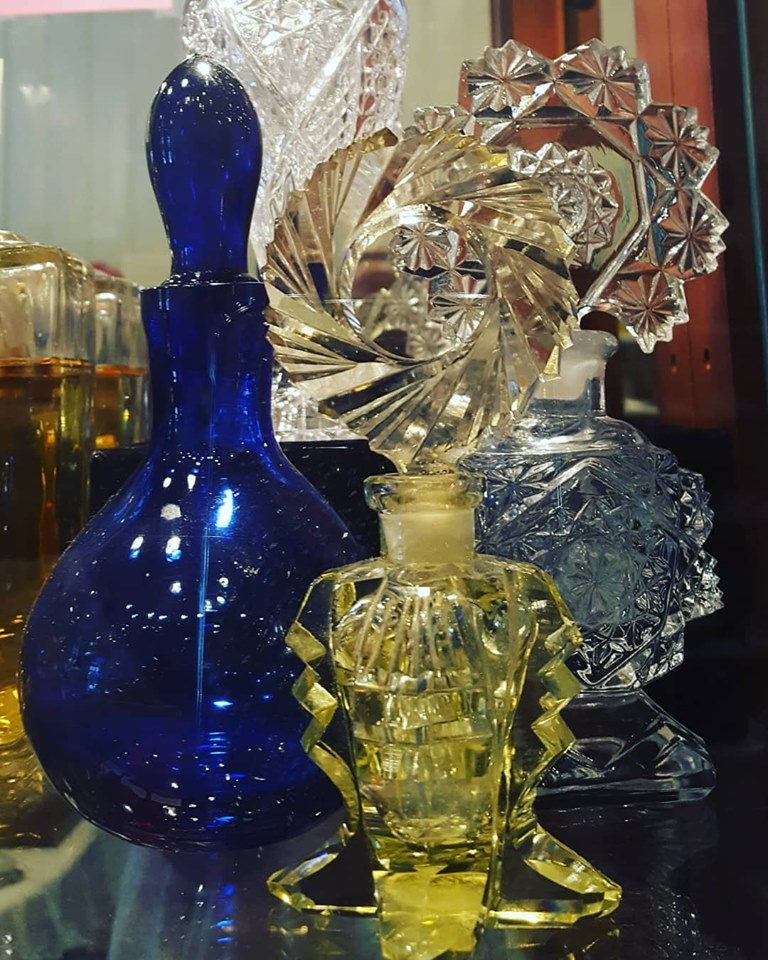 - MARQUIS ETC has a wide selection of antique and vintage perfume bottles. Come see what's new this week.Our 20% Off Storewide Sale ends tomorrow. Shop will be closed for vacation September 1st thru 4th.