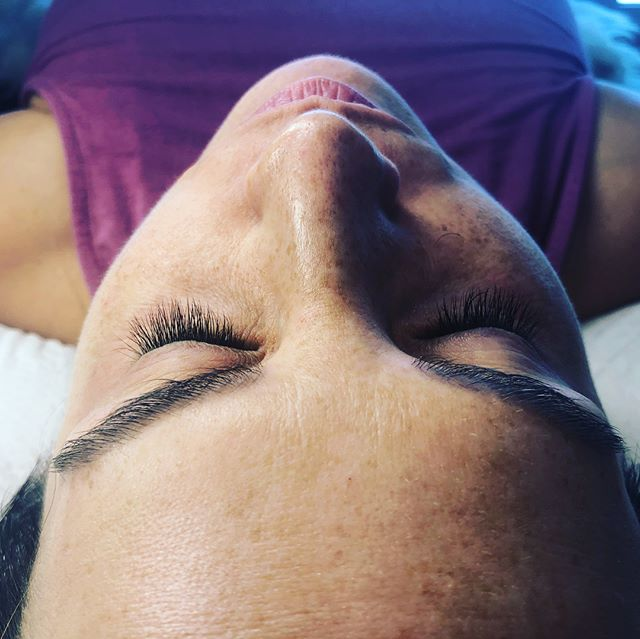 Long beautiful natural lashes!!But... taking it SEVERAL notches😻💚 #atlashnashville #volumelashes #volume #volumelashextensions #lashes #nashville #countrymusic