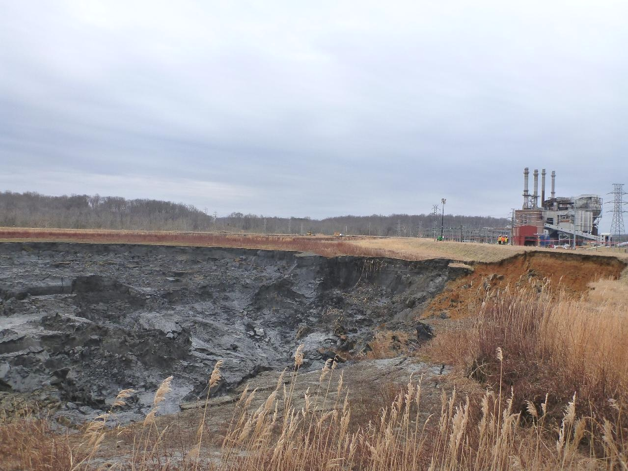 Dan_River_coal_ash_spill_-_impoundment_and_power_plant_-_2014.jpg