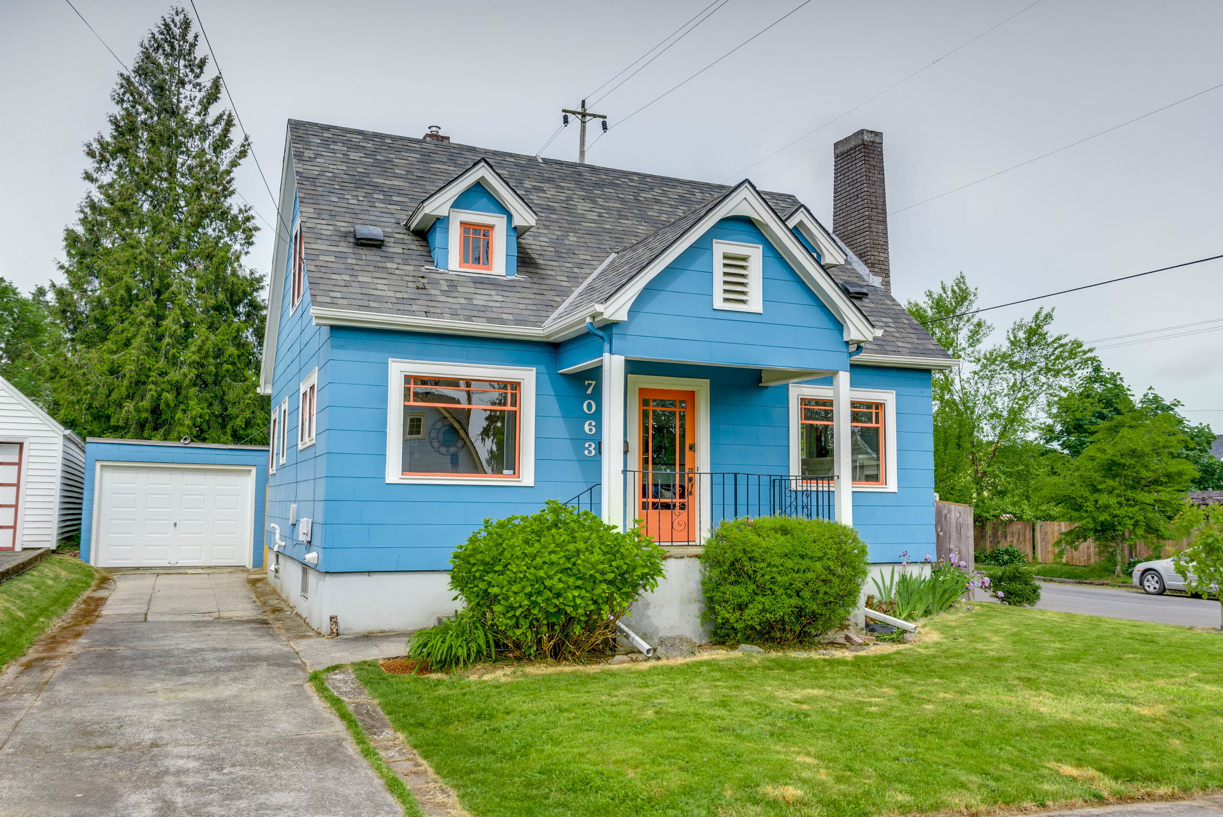 Perfectly beautiful classic on quiet street - 7063 N Commercial Ave., Portland OROffered at $400,000OPEN SAT 5/18 12-2PM