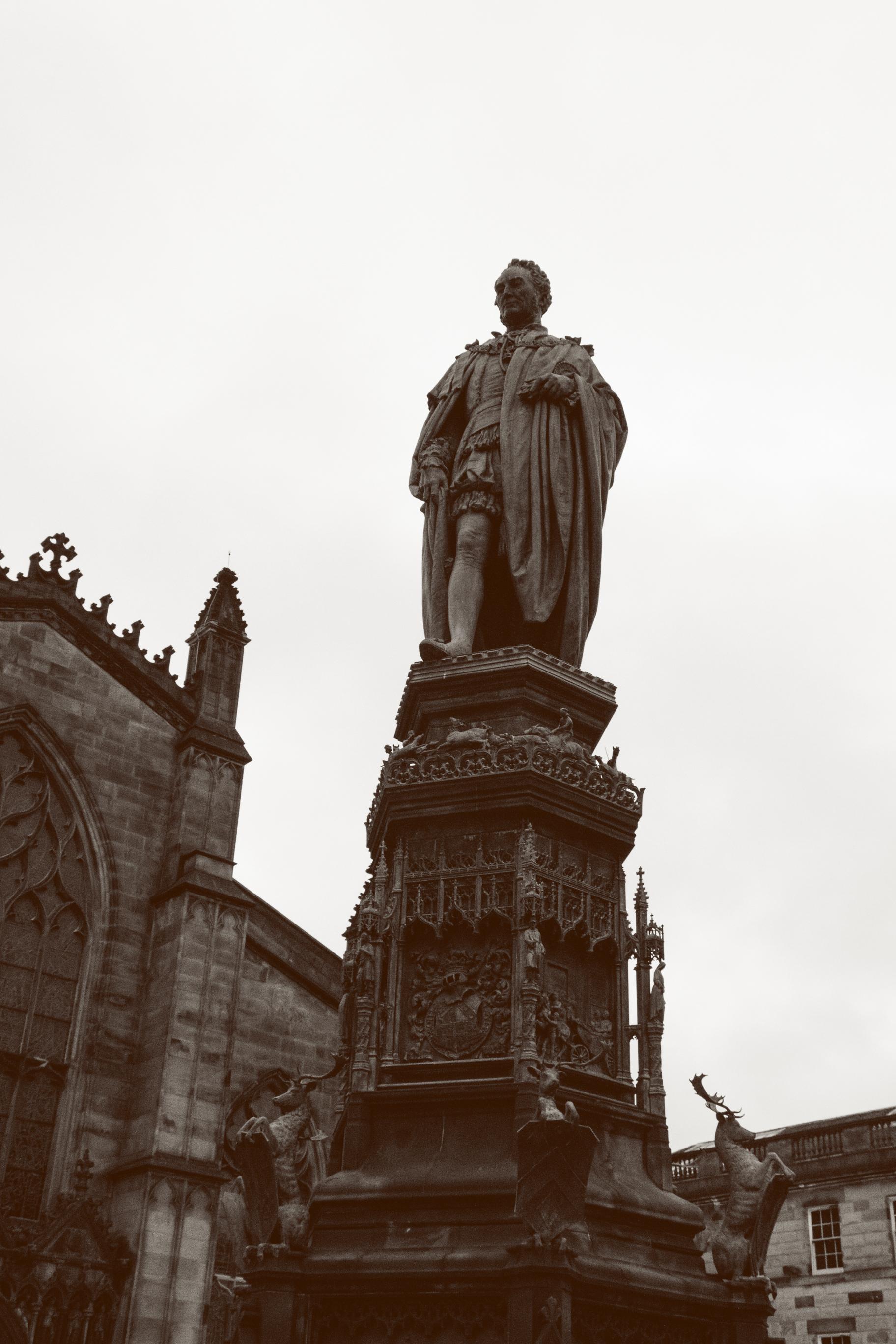 Edinburgh_statue.jpg
