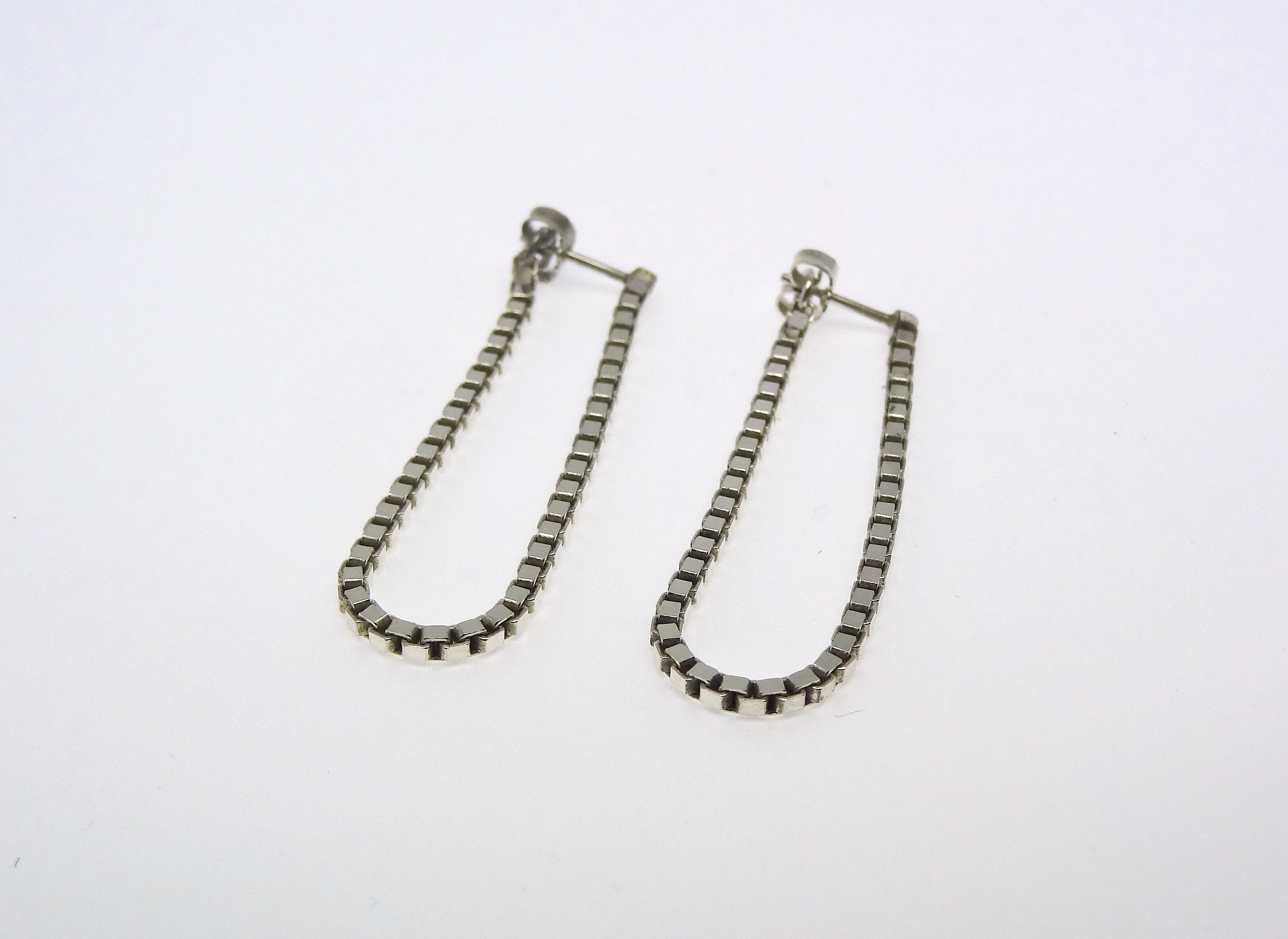 earring sideways chain U.JPG