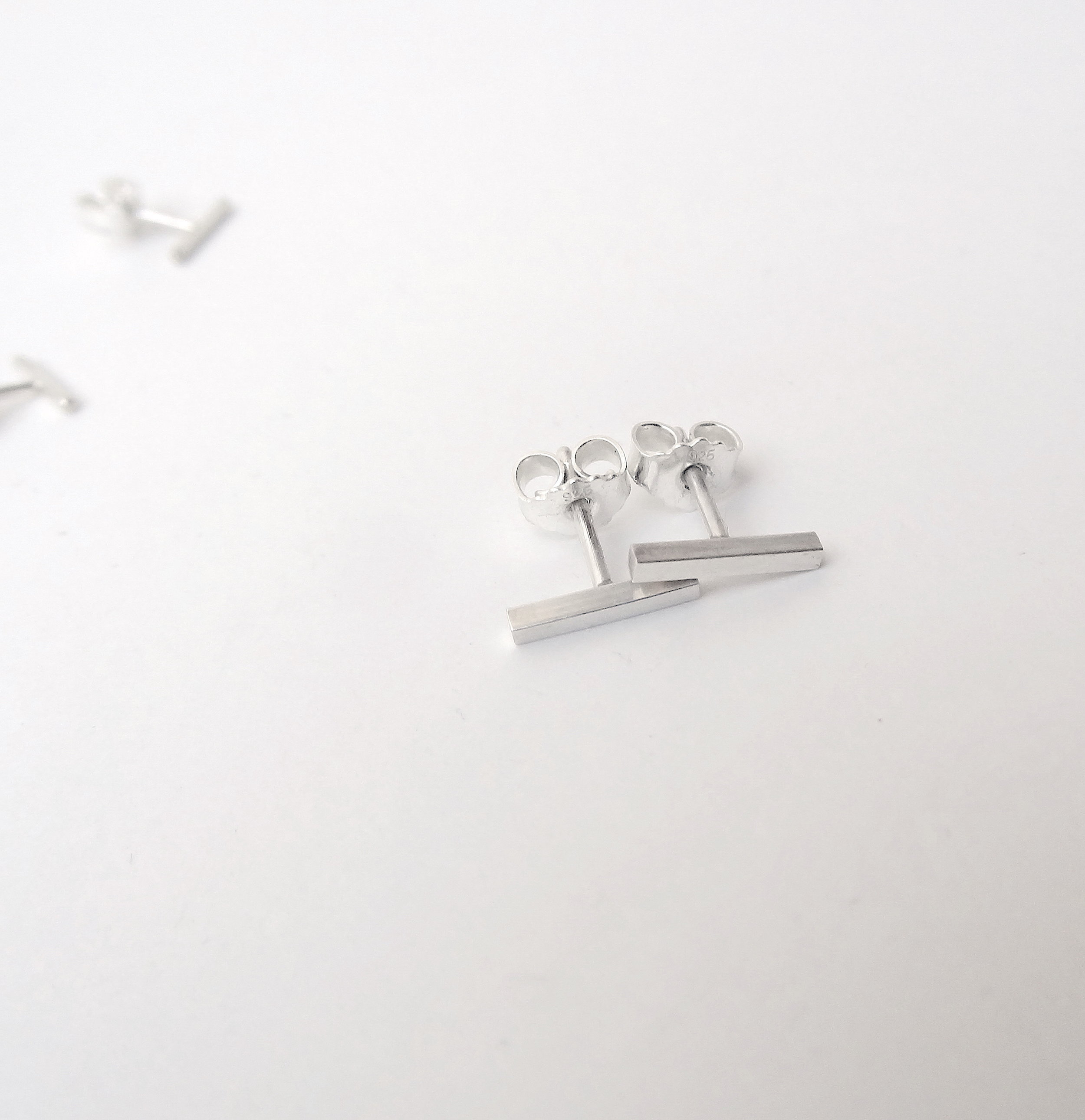 simple jewellery collection bar stud earrings.JPG