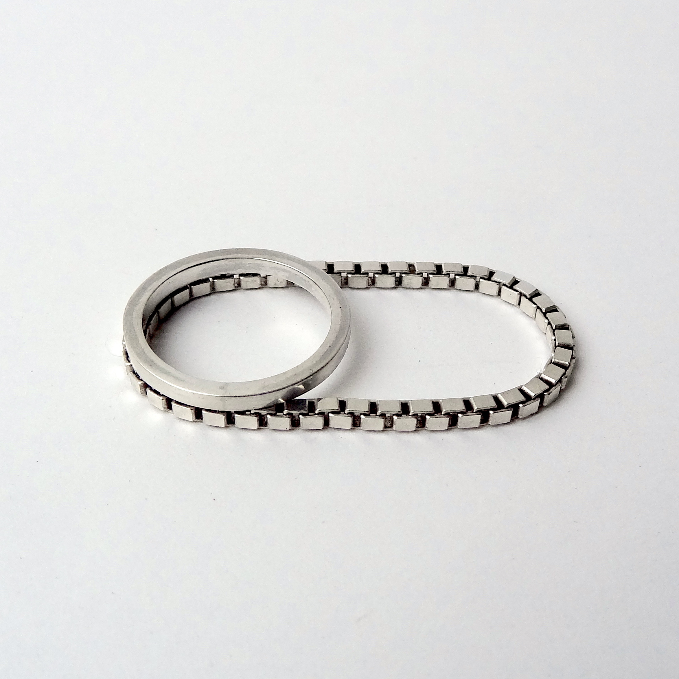 Ring double box chain front top angle.JPG