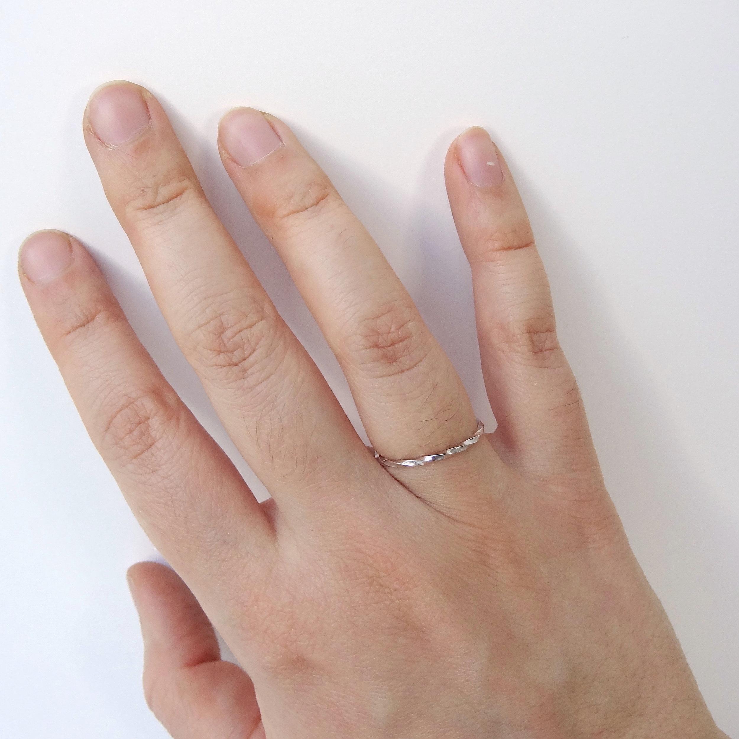 twisted ring thin w.JPG