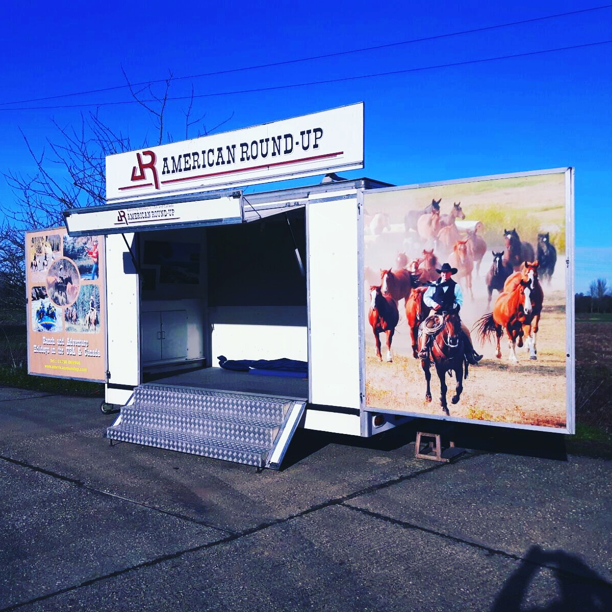 Exhibition trailers | Exhibition trailer | Promotional Truck | Marketing Vehicle | Mobile marketing | Display trailer | Second hand trailer