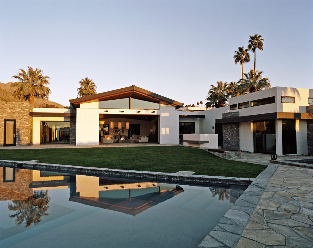 01_FEATURE_palm_springs_ext_3_day.jpg