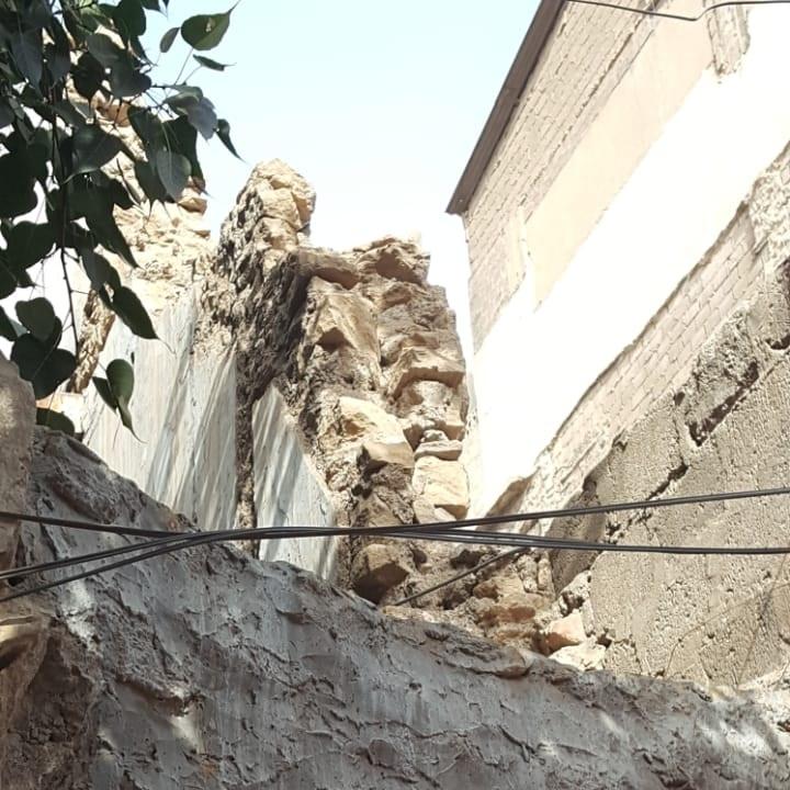 Deterioration of a facade.