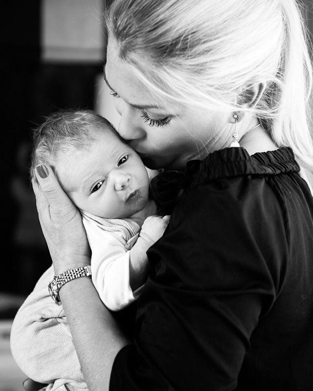 Du vil aldri angre på bildene som ble tatt, bare de som ikke ble tatt... . . . . . . . . . . . . . . . #babyfotograf #babylykke #familielykke #familie #gravidfoto #gravid #fotografering #minner #lykke #lykkelig #nesodden #foreldreogbarn #studiostarberg