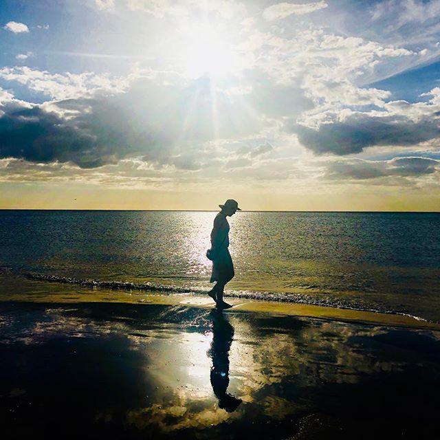Flyktige dager med gode venninner er over... mitt favorittbilde fra solnedgangen på stranden 💜