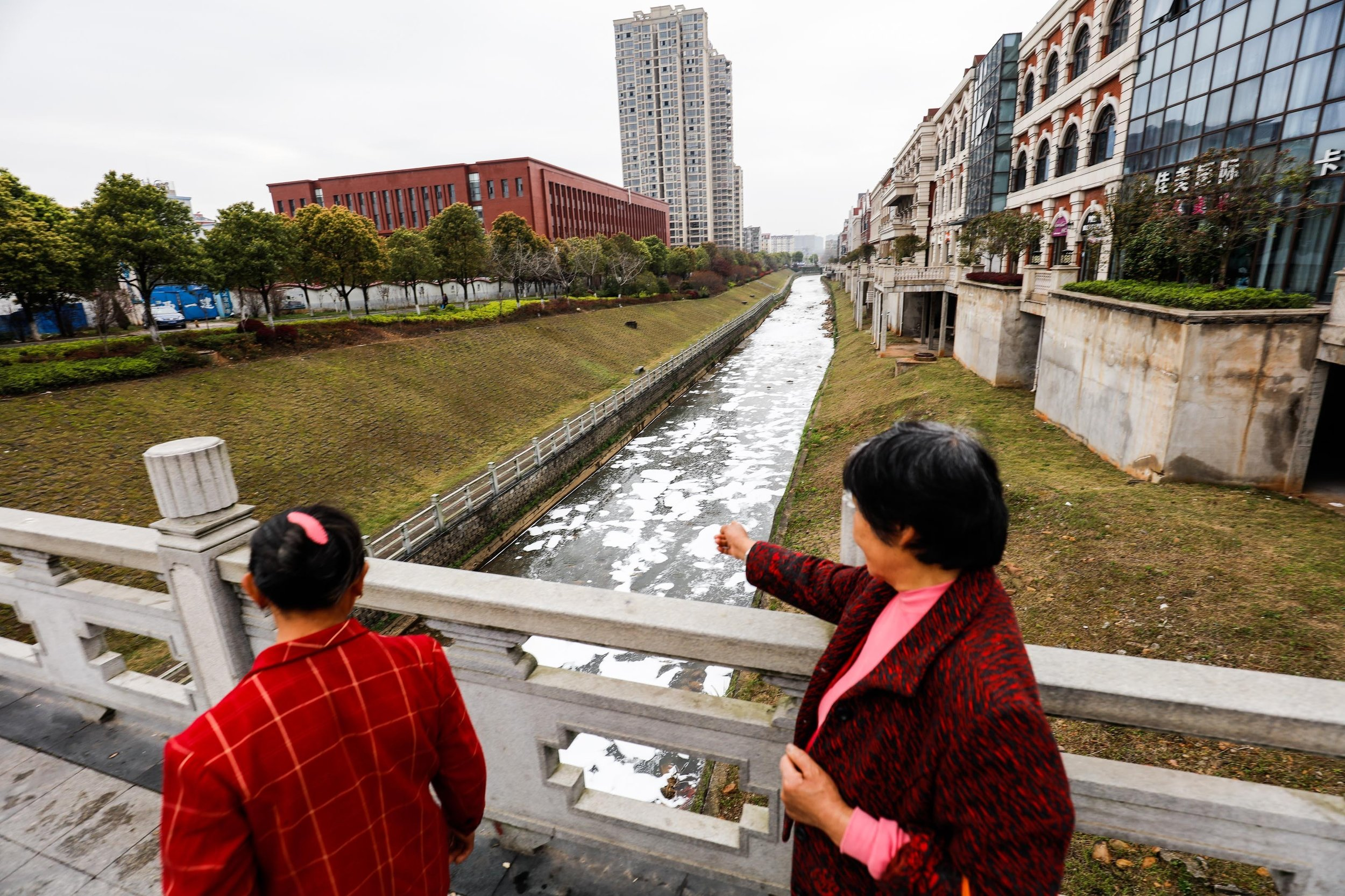 stock-photo-jiangxi-china-march-jiangxi-jiujiang-a-city-of-river-water-pollution-a-large-number-of-610146872.jpg