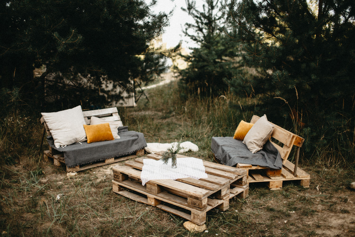 outdoor relax zone for the wedding guests