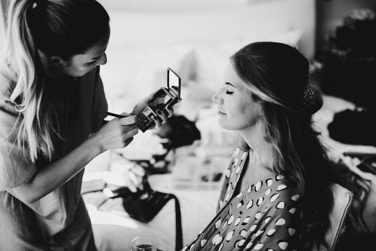 bride putting her make up on
