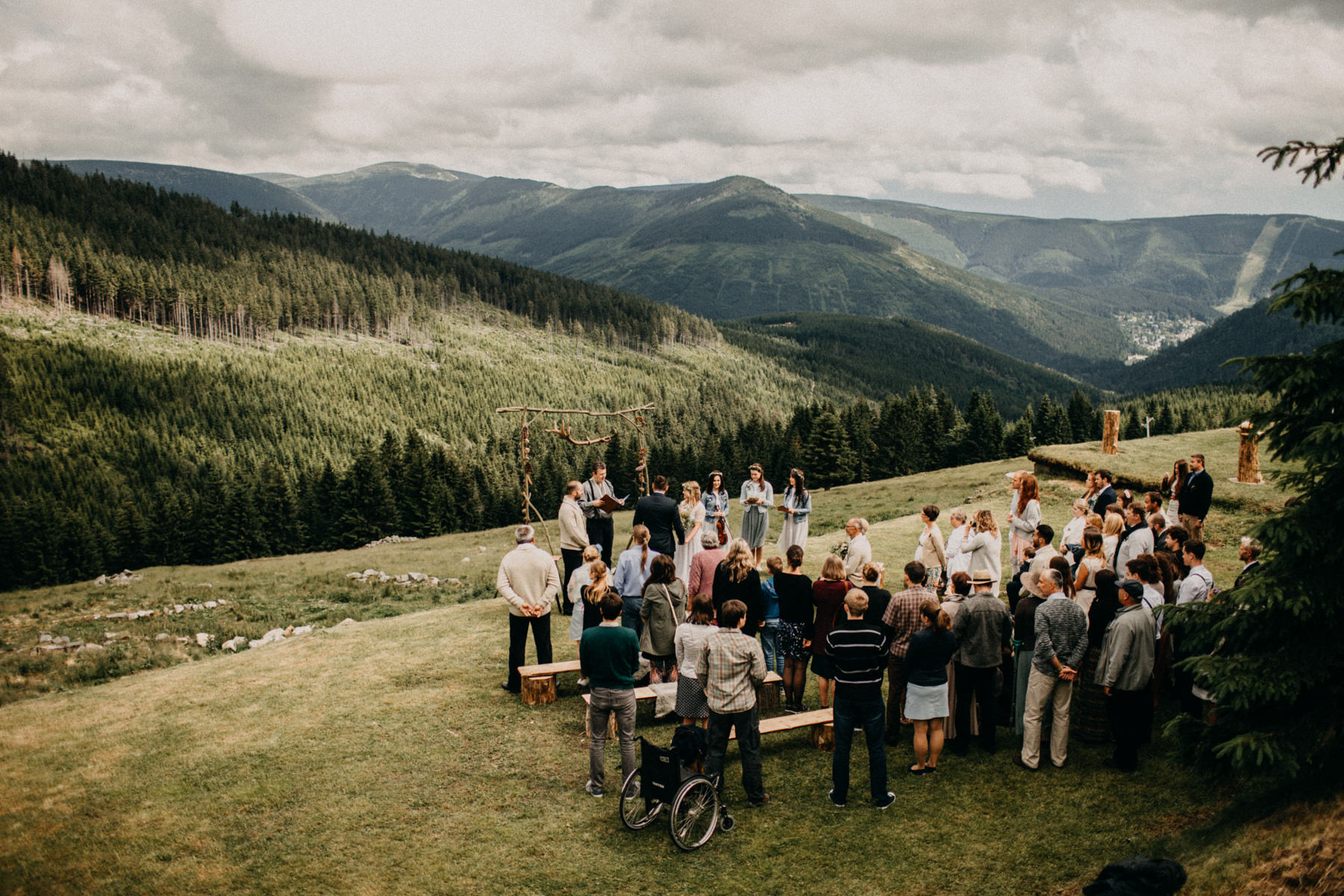 epic wide angle photo of the mountain ceremony location