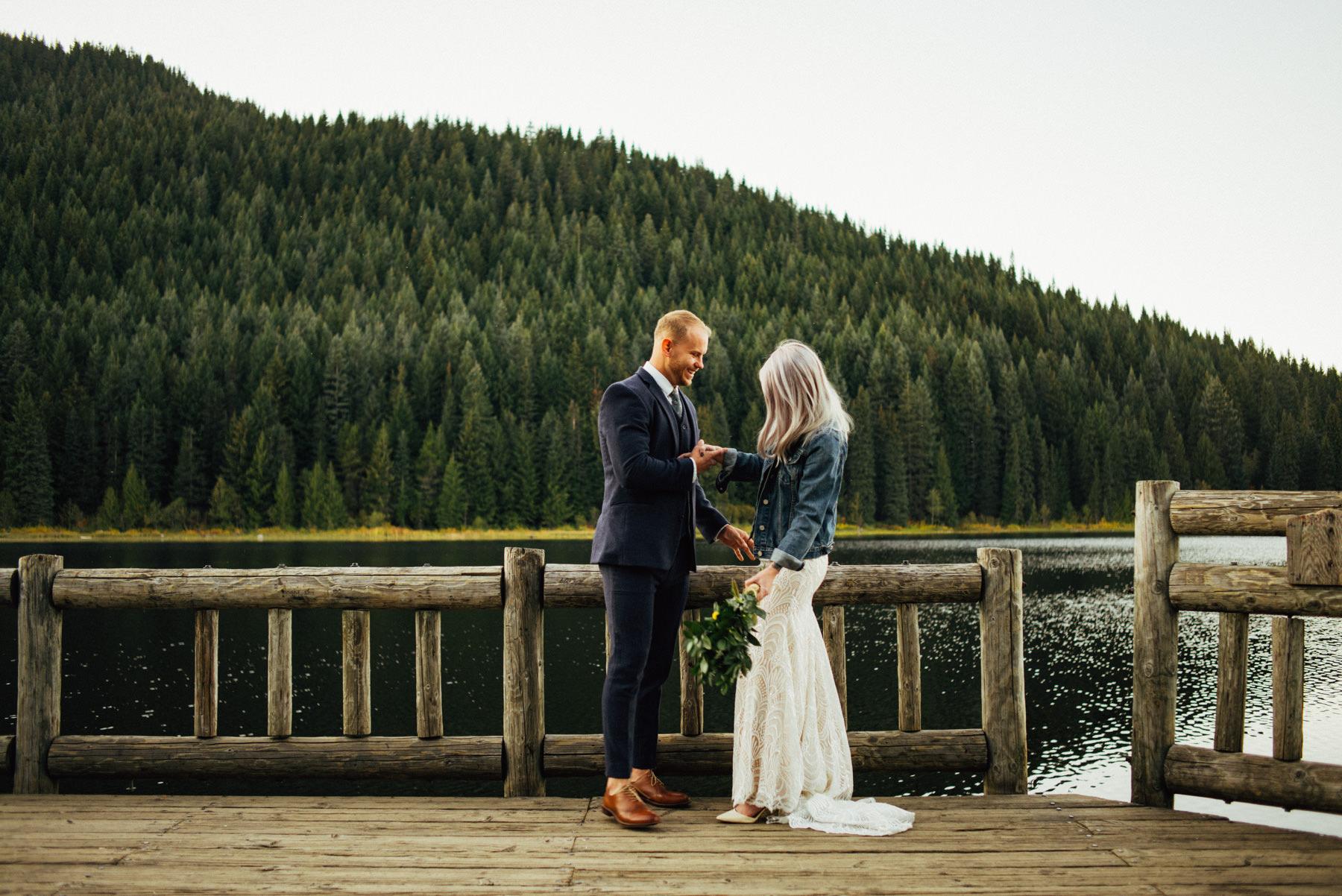 trillium lake wedding-004.jpg