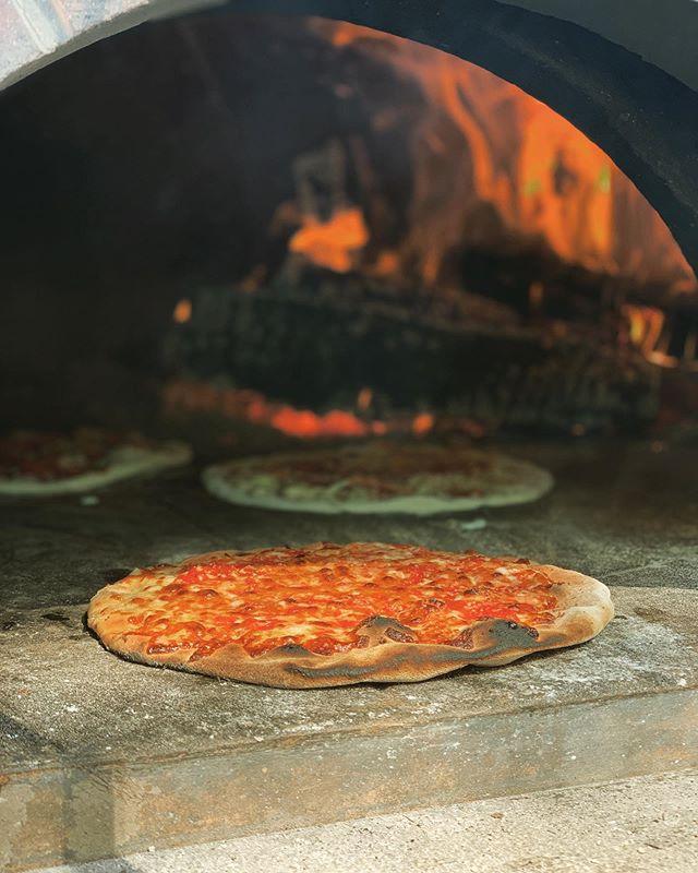 Let's keep the heat rolling right into fall! 🔥🍕🚒 #3rdalarmpizza #firetruckpizzaparty #pizzaseason
