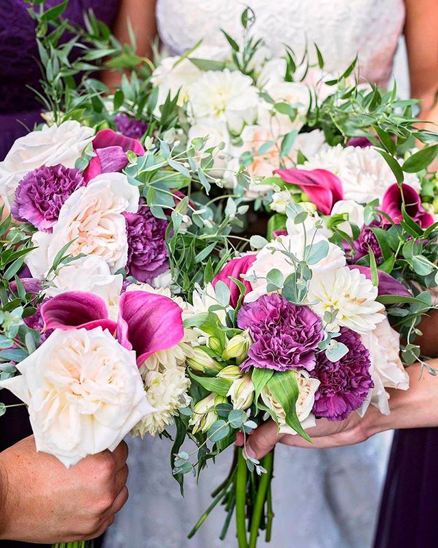 Give us alll the color!! #purplewedding #swvaweddings #silksribbonsandroses #smalltownflorist #bigtowngoals
