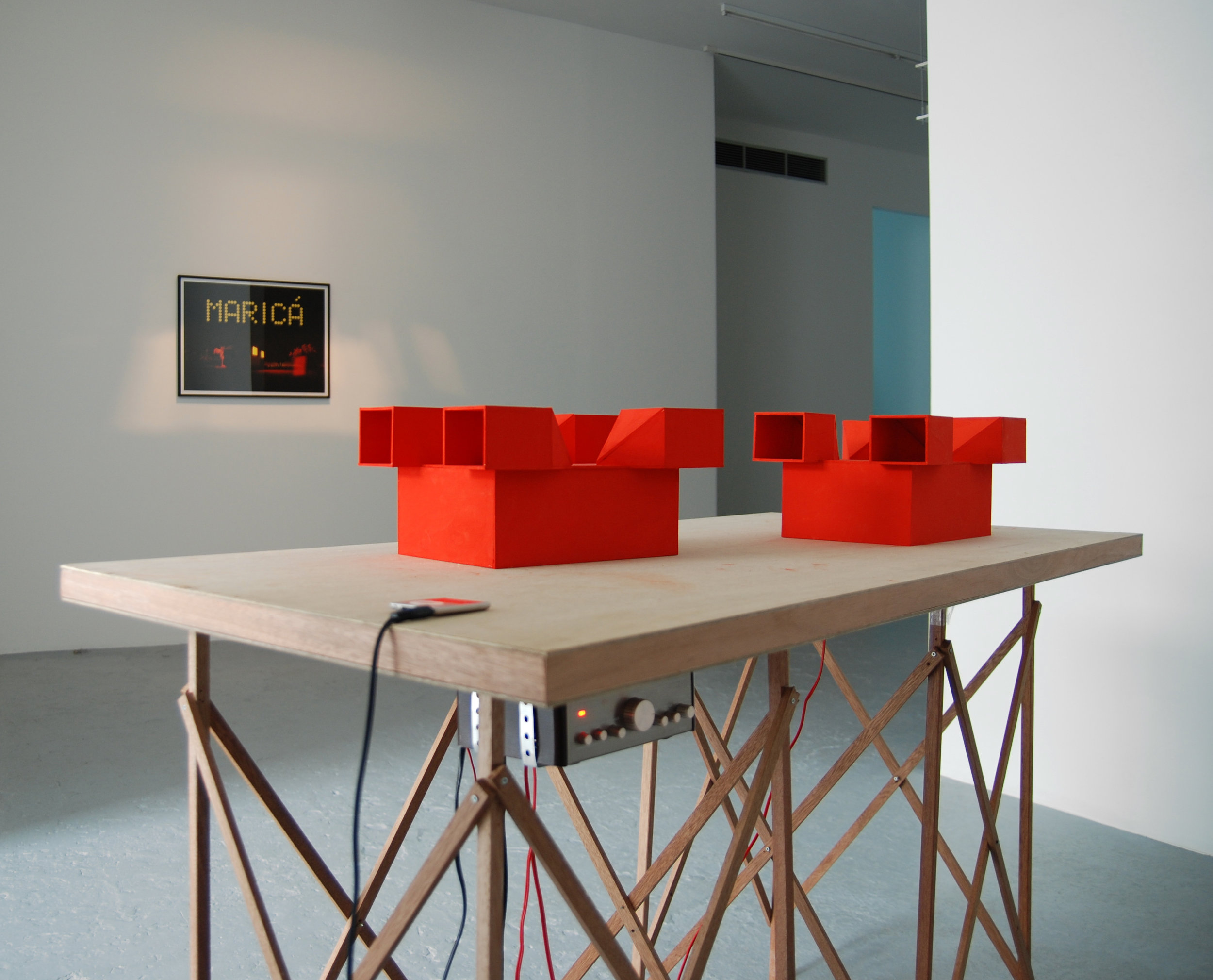 Jean-Pascal Flavien,  Discussion,  2007, Table, cardboard models, speakers, ipod, sound,105 x 150 x 70 cm, exhibition view, Catherine Bastide, Brussels, 2007