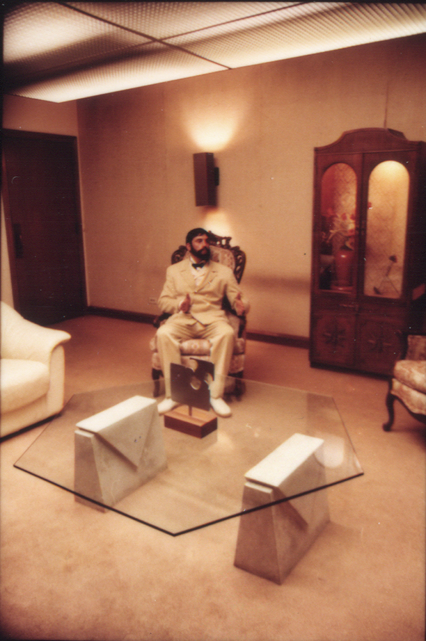 Catherine Sullivan,  The Chittendens , 2005, 6 channel video installation transferred from 16mm film 2/4', Black & White/Colour, sound (video still)