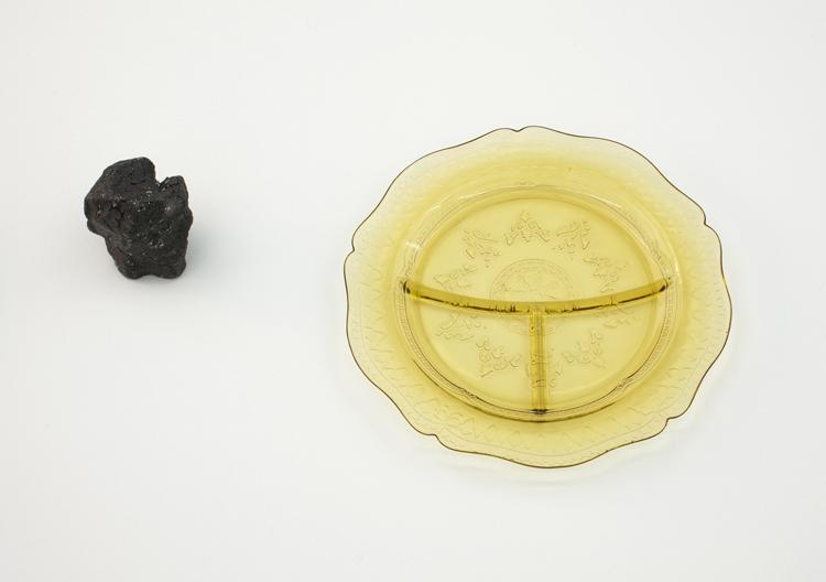 Valerie Snobeck , Towards distance between bodies , Wood, paint,, depression glass, plastic, tar, detail