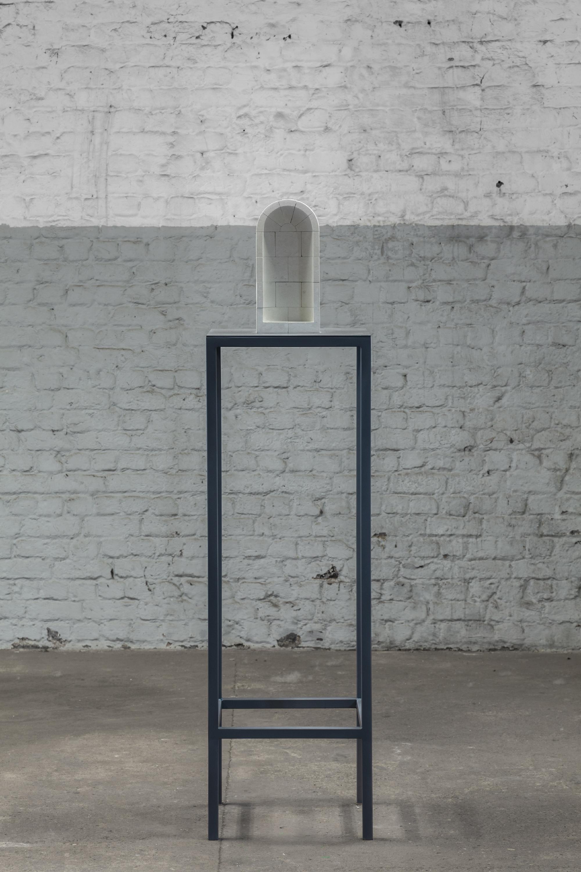 Valerie Snobeck,  Detachments , 2018, tuffeau, enamel on steel, sculpture: 33 x 15,5 x 11 cm plinth: 157,5 x 40 x 40 cm
