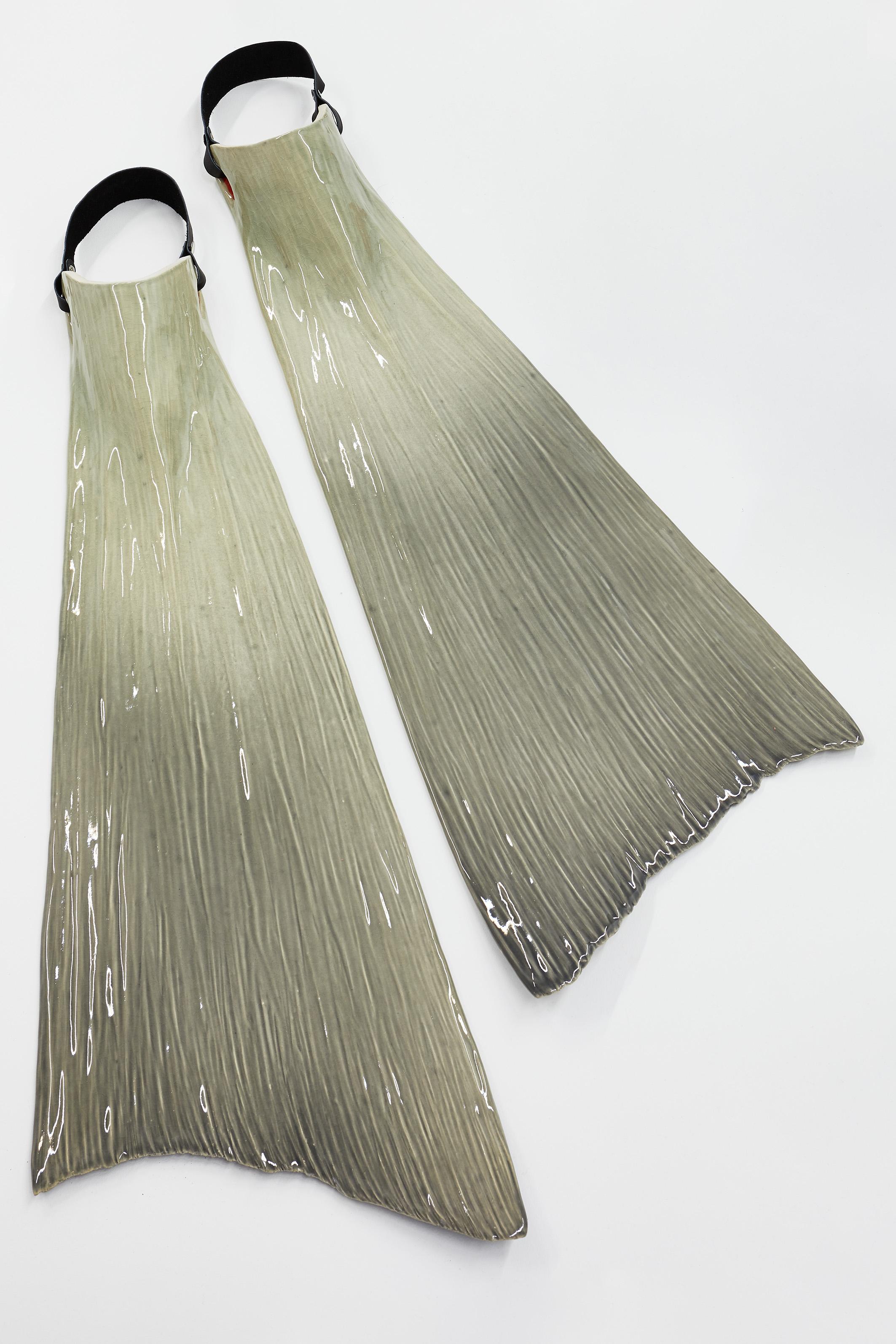 ELSA GUILLAUME, TRIPLE KIT N°21, 2019, 92 x 32 x 10 cm, Céramique émaillée, cuir, rivets. Ensemble de deux.