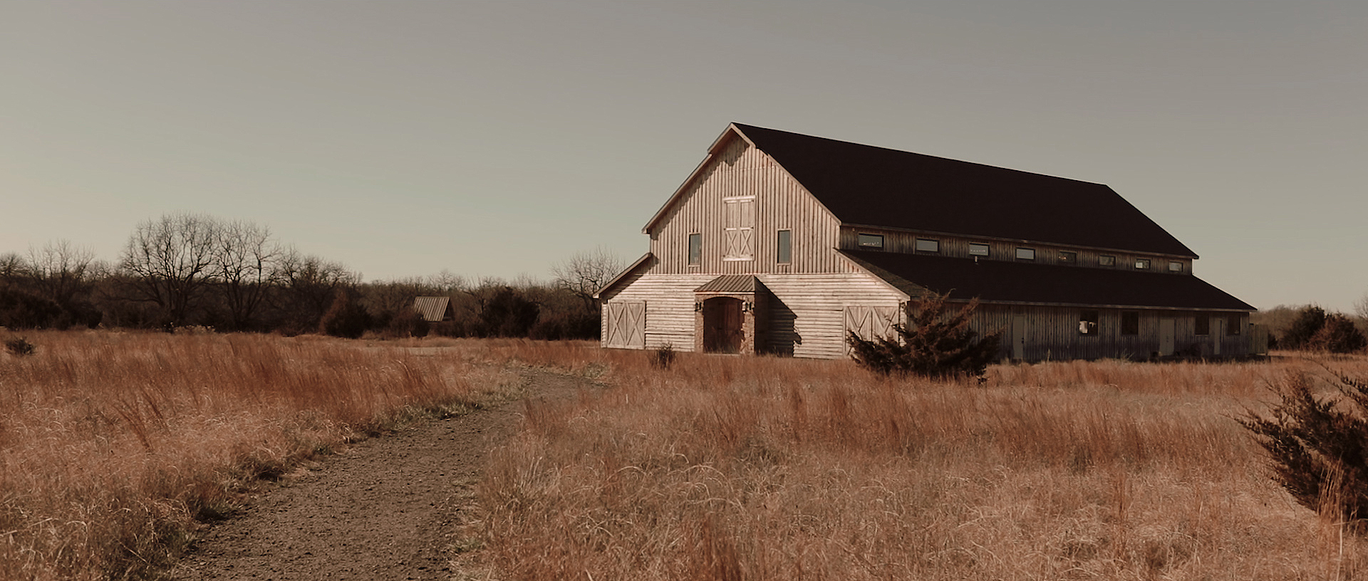 stone-hill-barn-august