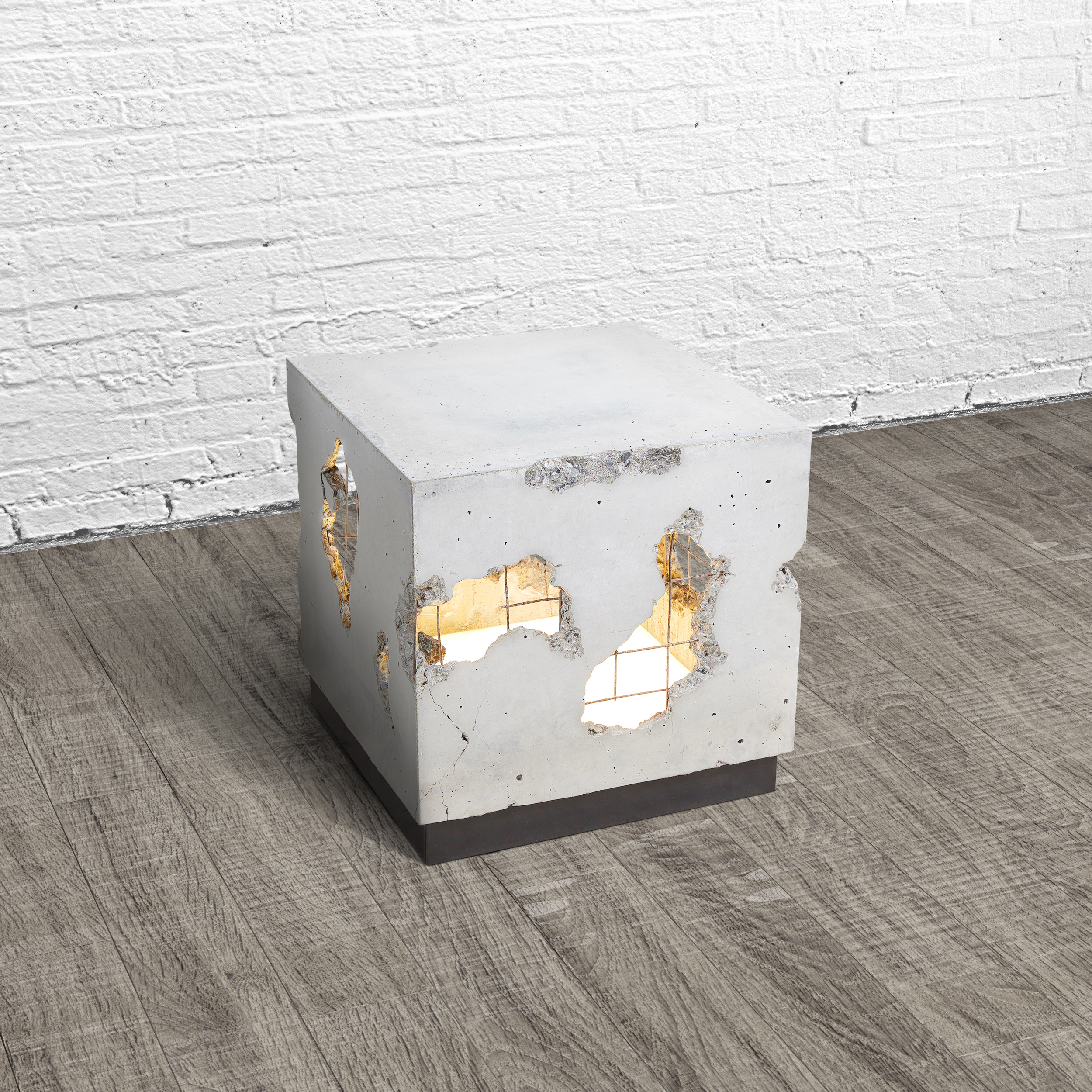 CRACKED SIDE TABLE