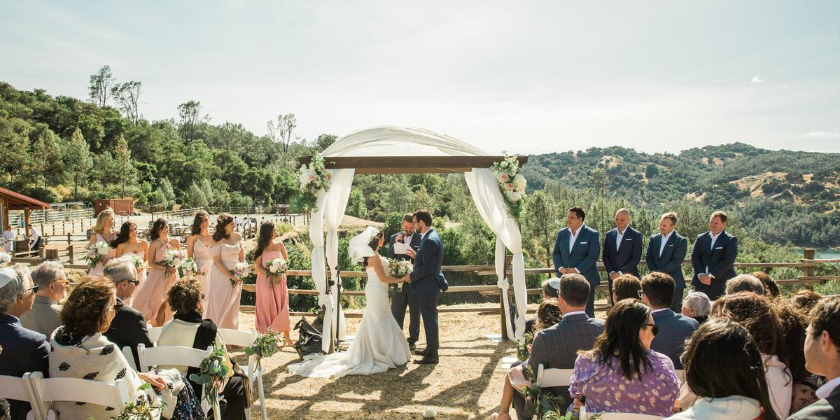 10-of-Our-Favorite-Farm-Wedding-Venues-in-the-U.S.-00012.jpg