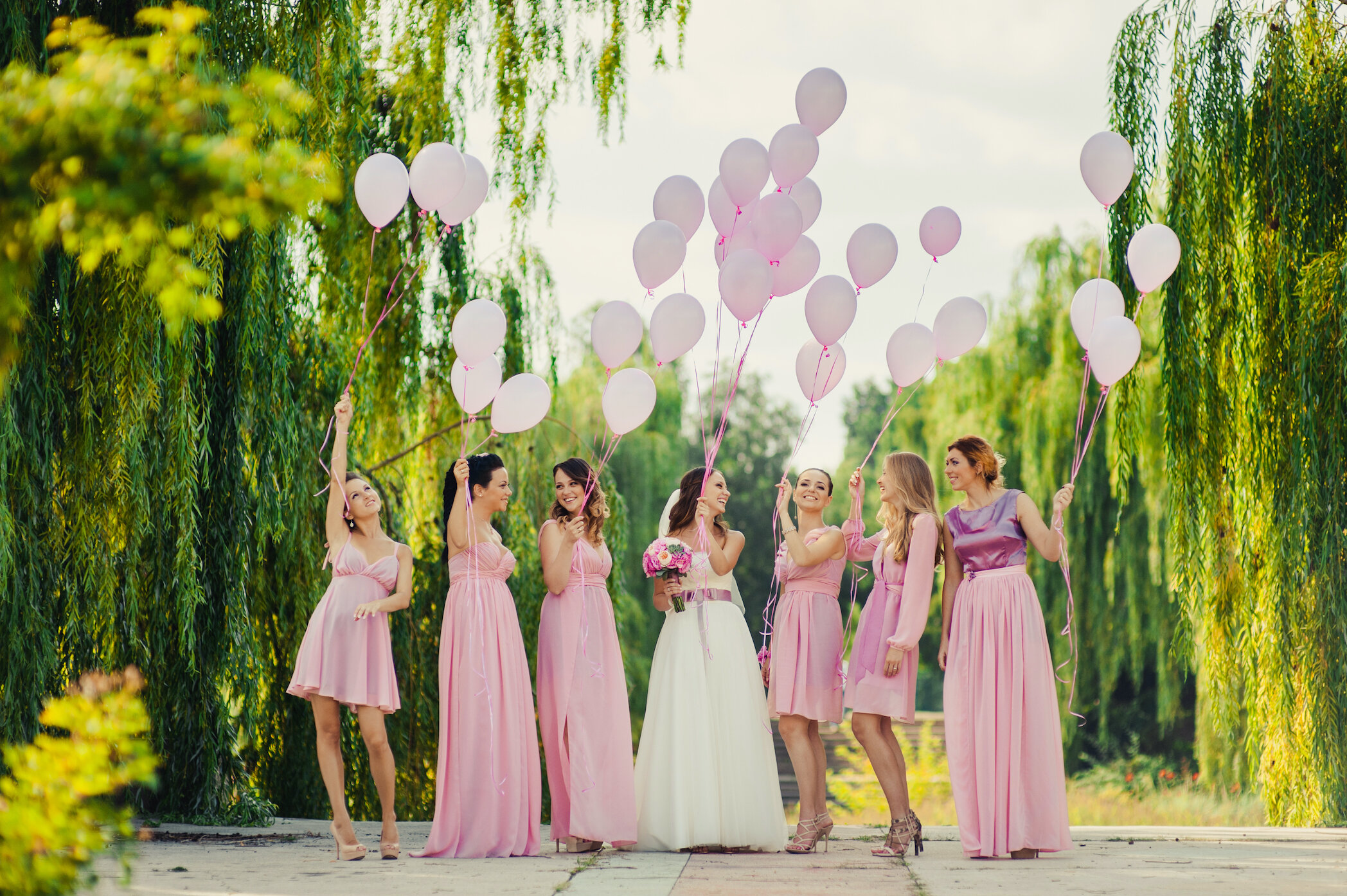 bridal party in pink dresses with balloons.jpg