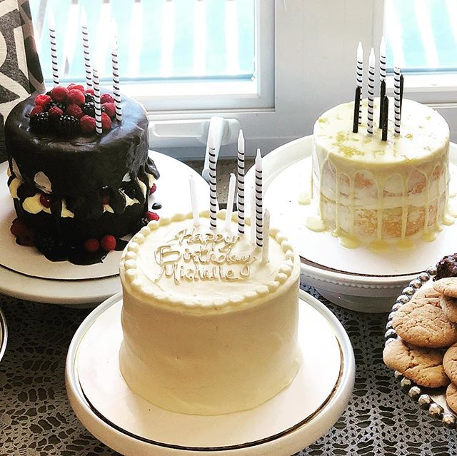 Why pick one cake when you can party with three!? ✅ Chocolate with fresh berries & homemade whip cream, ✅Cinnamon spice cake with apple pie filling or ✅Limoncello infused cake with fresh lemon zest.  Not to mention this trifecta is paired with Boozy Balls and cookies🤤... no way you could try just one!  Ps.  Someone remember this for MY birthday! #sundayscakery #asseenincolumbus #cbusfoodscene #boozyballs4life #partygoals