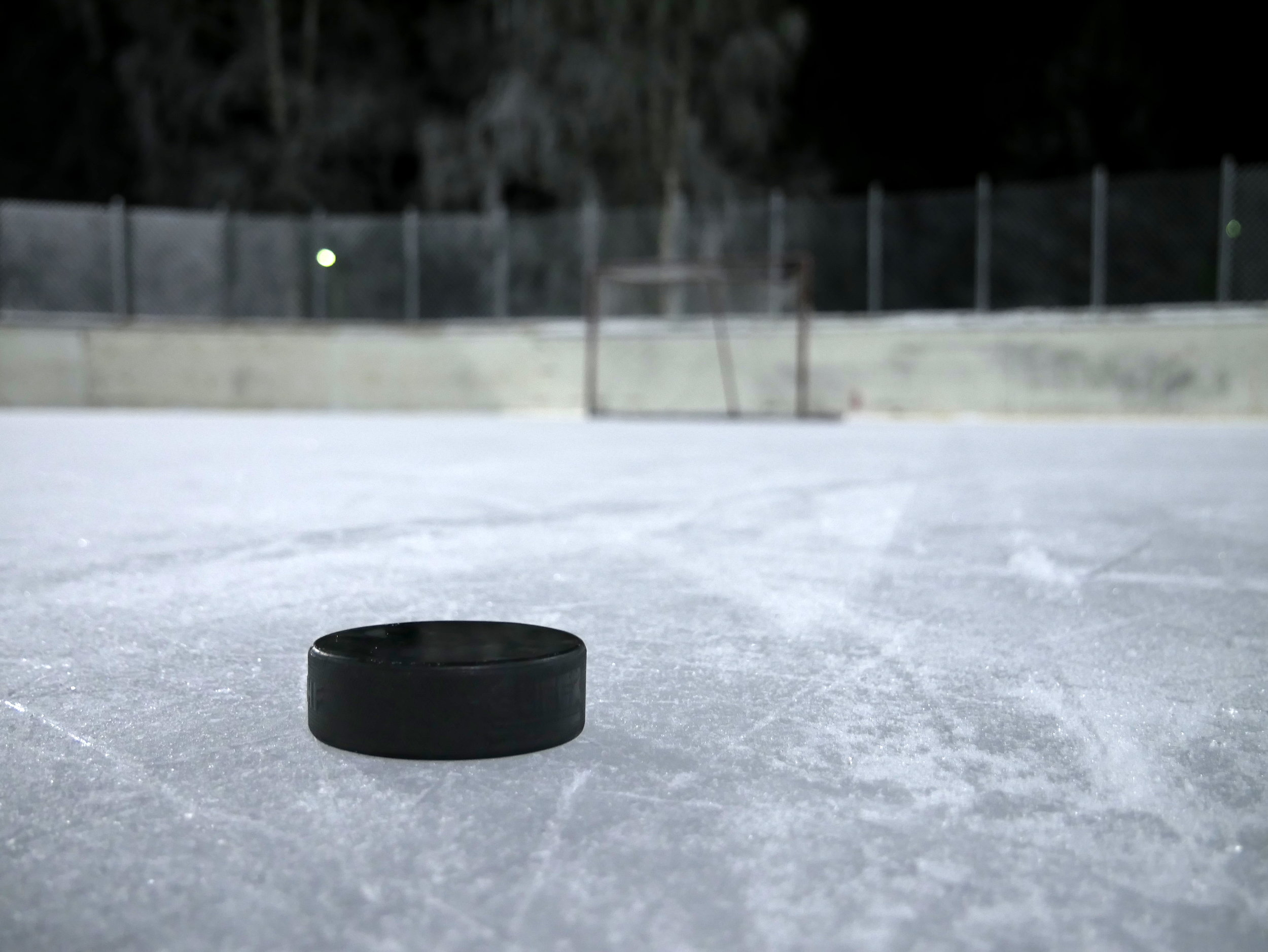Ice_hockey_puck_on_ice_20180112.jpg