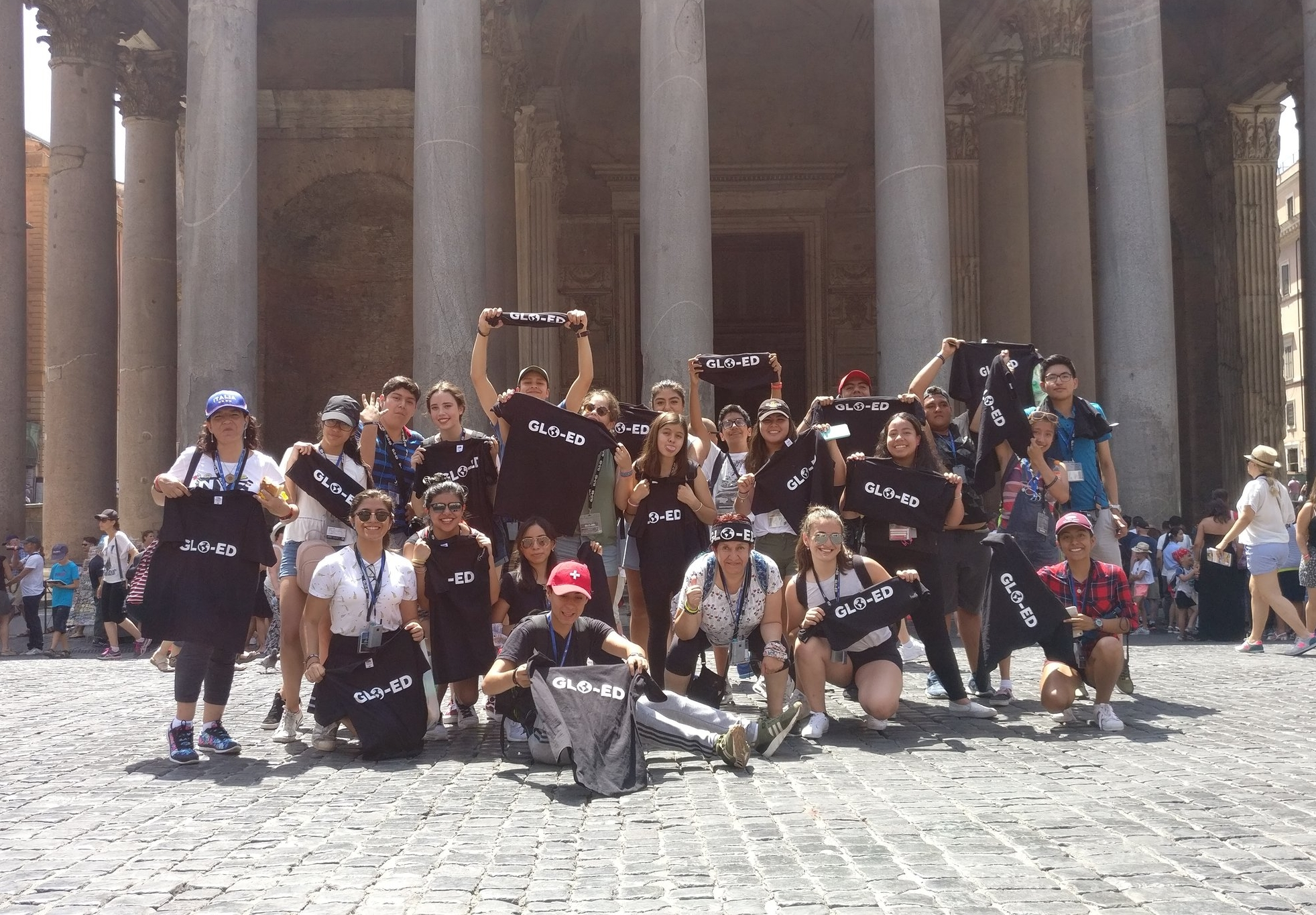 Glo-Ed group outside the Pantheon in Rome