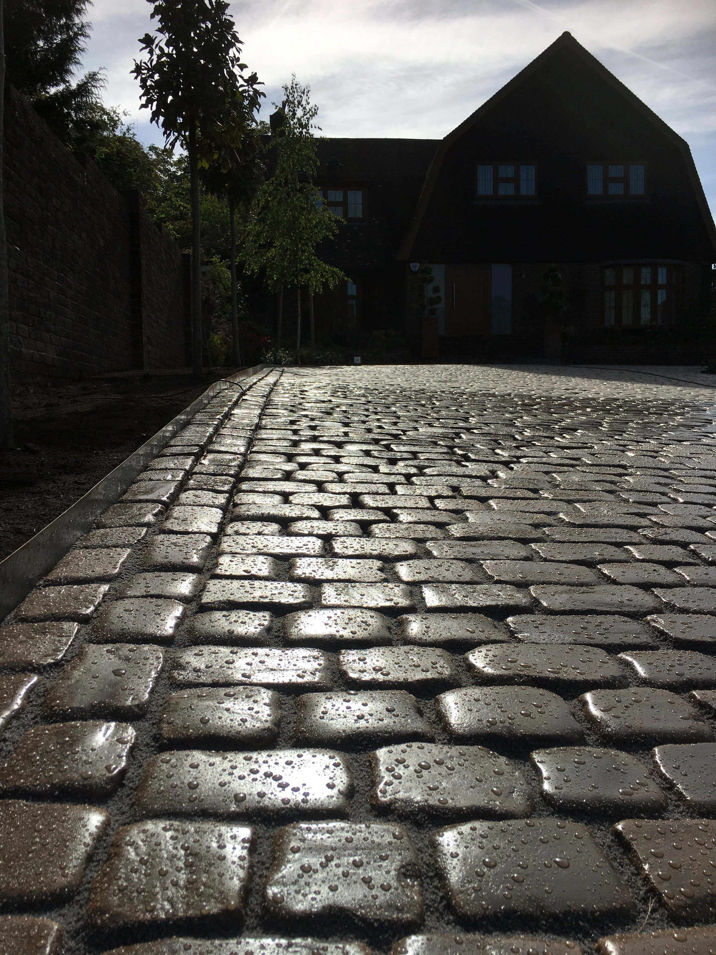 We used the Marshalls drivesys block to create this driveway