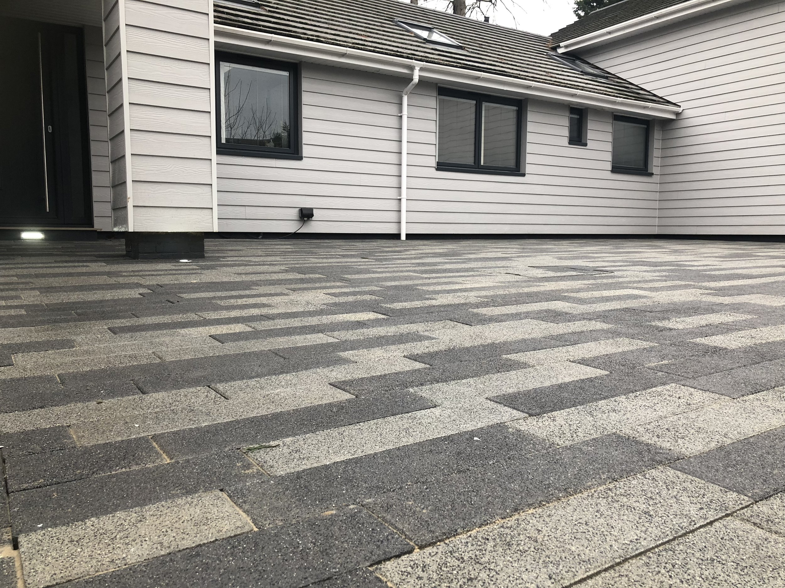 Using a mix of two colour blocks to create this driveway in Chichester West Sussex