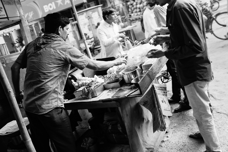 Street food is surprisingly rare in Southern Mumbai, at least during daytime: it is entirely possible to walk around for hours and only come across places like Starbucks, which seems to be quite fashionable among young professionals and student types. (Was it ever in Europe? If so, it must have been before my time.)