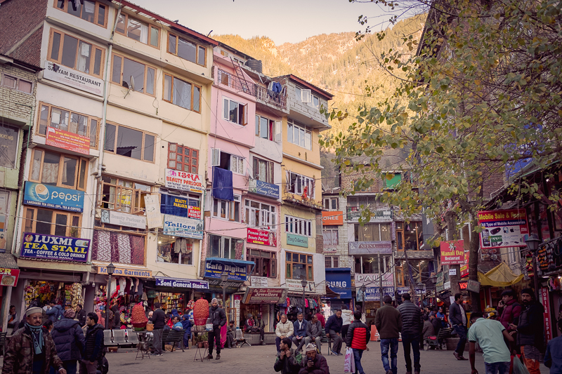 The shopping area in New Manali.