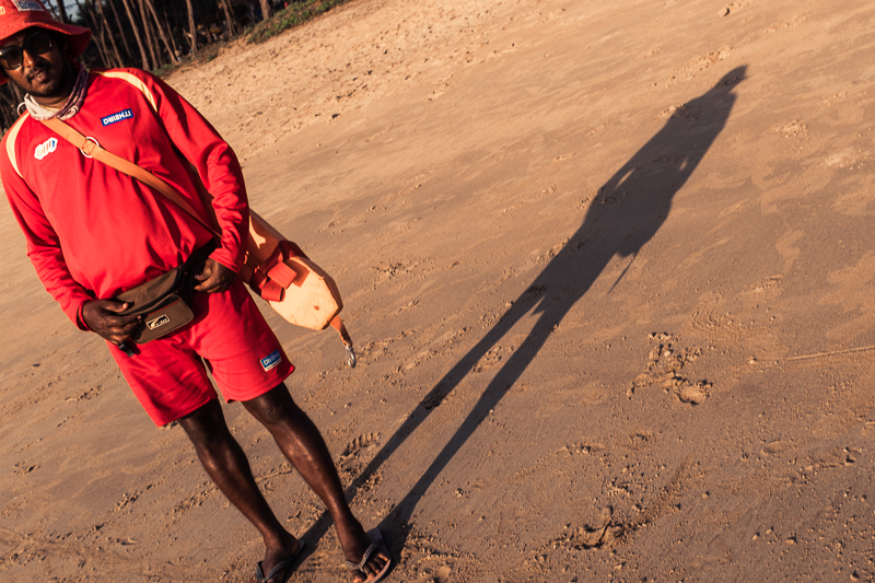 Although Galgibag is only visited by a few daytrippers, a lifeguard is on duty. Hence the red flag above.