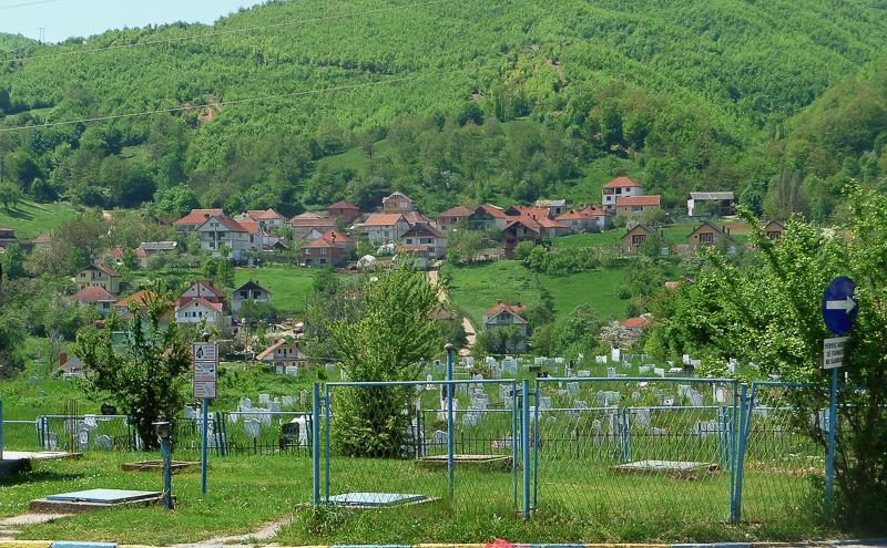 Aber auch: Entvölkerte (bzw. umvölkerte) Dörfer und neu angelegte Friedhöfe.
