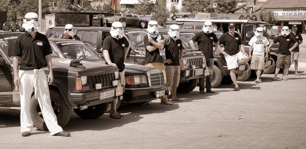 Ein weiterer typischer Tankstopp. Ich als Team-Fotograf brauchte meine Maske kein einziges Mal anzuziehen.