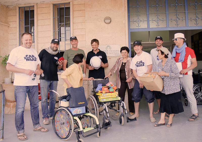 … zu einem Kinderheim, wo wir (und auch die anderen Teams) Spenden vorbeibrachten, z.B. Kinderrollstühle.